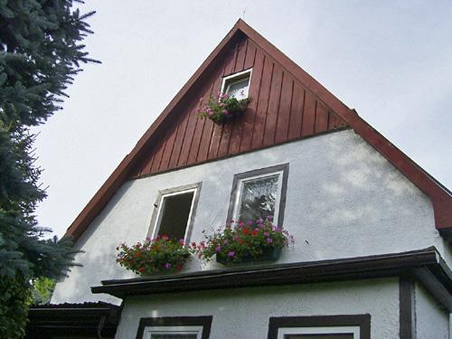 Vordächer und Wandverkleidung